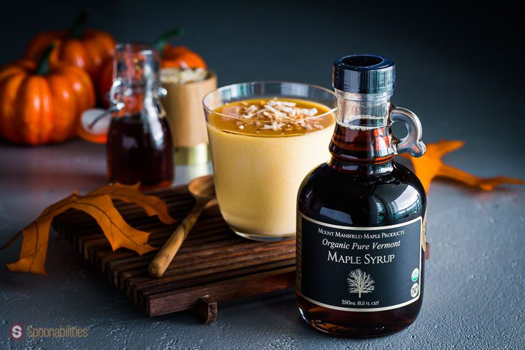 A glass bottle with the product Cinnamon Infused Mapple Syrup. Available at our Shop at spoonabilities.com